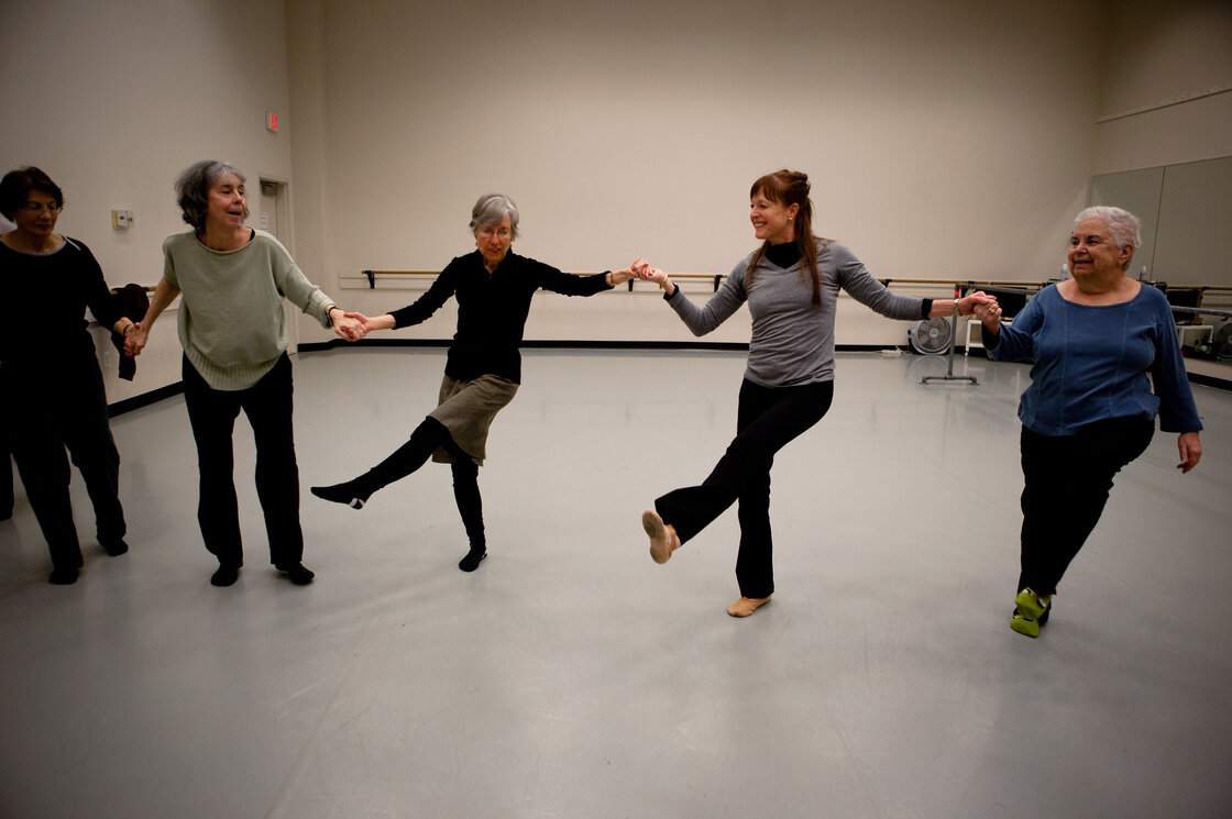 """short story and dance pianist Calling her a """"master of the contemporary short story,"""" the swedish academy awarded 82-year-old alice munro the nobel dance of the happy shades in 1968."""