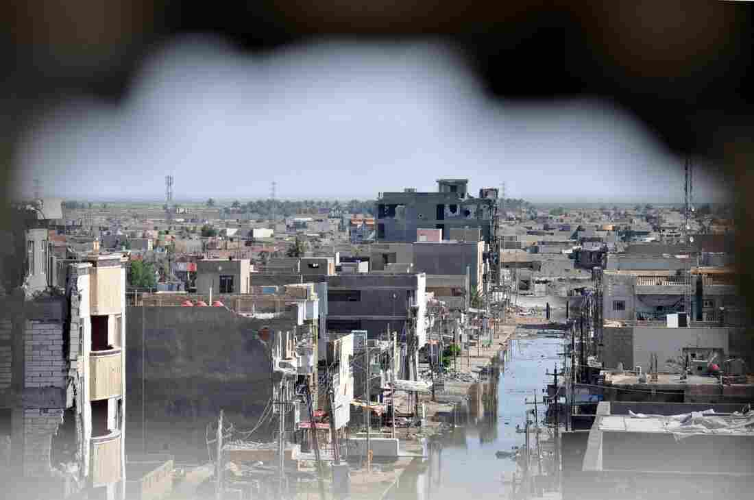 Fighting between Iraqi government forces and the Islamic State of Iraq and Syria leaves buildings destroyed in Ramadi on Tuesday.