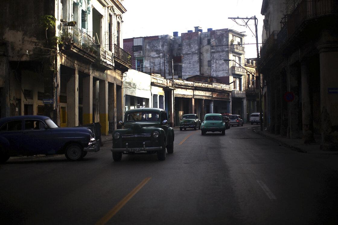 01: Cars of Havana