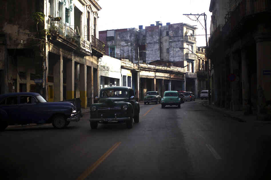 01: Cars of Havana