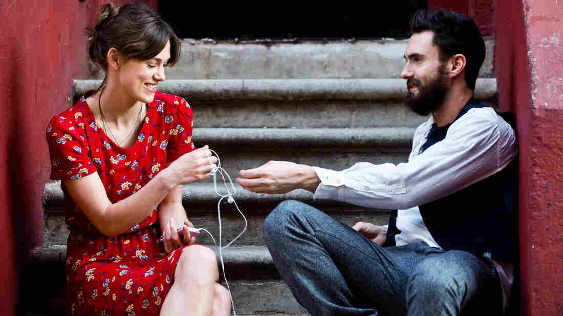 Singer-songwriter Greta, played by Keira Knightley in Begin Again, is left alone in Manhattan when her college sweetheart Dave, played by Adam Levine, leaves her after signing a major record deal.