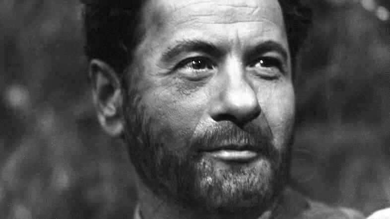 "Actor Eli Wallach, seen here in ""For Whom the Bell Tolls"" on the CBS show Playhouse 90 in 1959, has died at the age of 98."