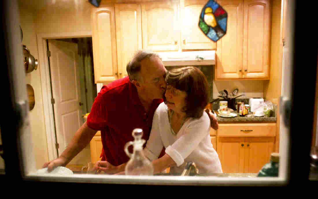 Rick and Marianne wash dishes together. She no longer remembers that he is her husband.