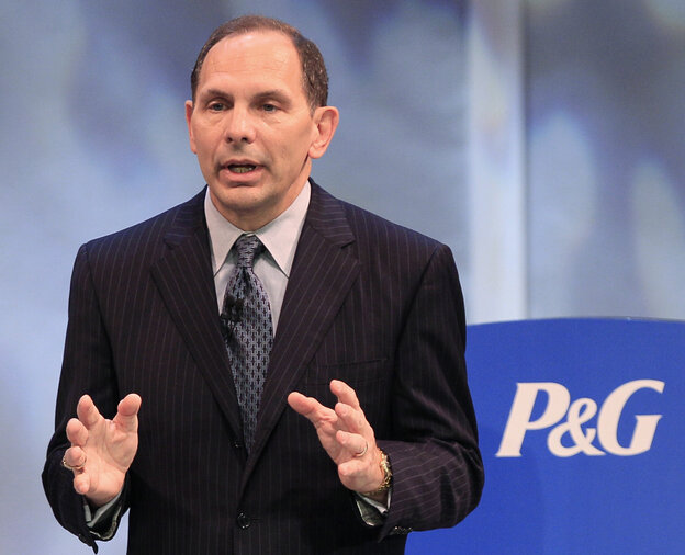 Former Procter & Gamble chief executive Robert A. McDonald speaking at the company's annual shareholders meeting, in Cincinnati in 2011.