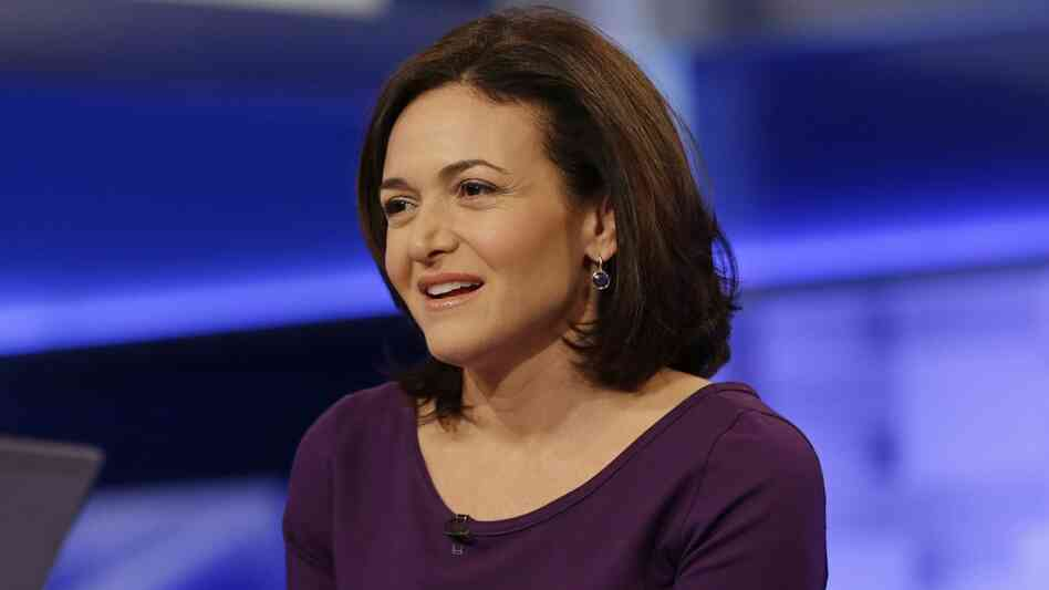Facebook Chief Operating Officer Sheryl Sandberg has apologized for an experiment that manipulated more than 600,000 users' news feeds in 2012.