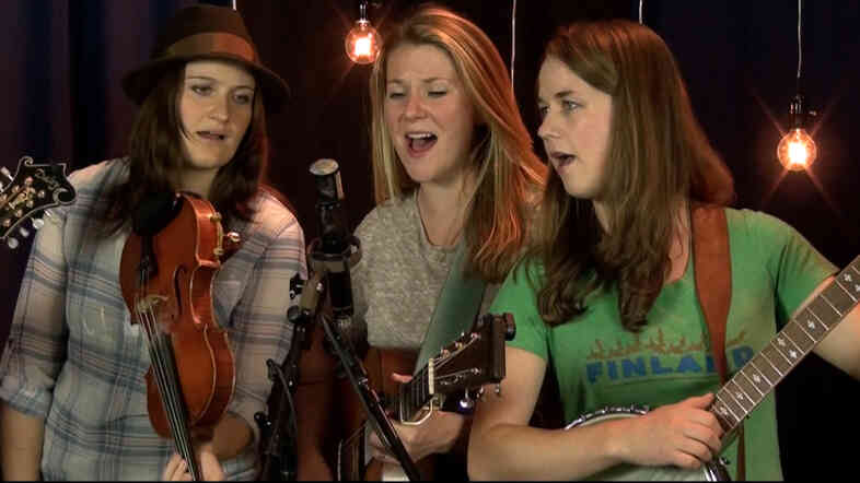 Della Mae performing at Folk Alley.