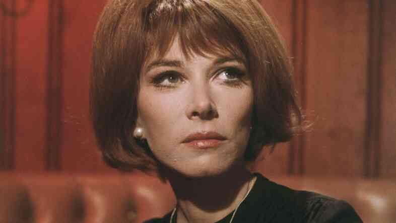 By 1967, Lee Grant was back. She was nominated for an Academy Award for her role in the Best Picture winner In the Heat of the Night. She also featured in the cult classic Valley of the Dolls.