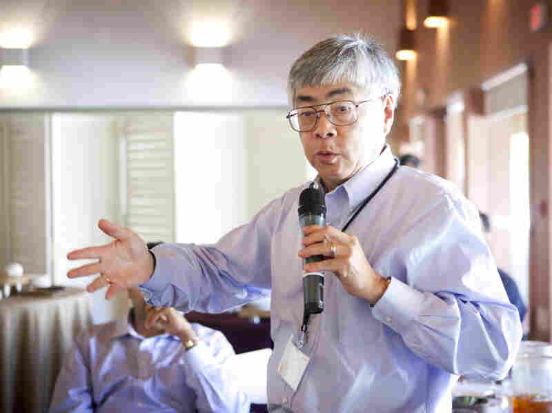 Former Cisco Vice President Buck Gee speaks at the Advance Leadership Program for Asian-American Executives at Stanford University in 2011.