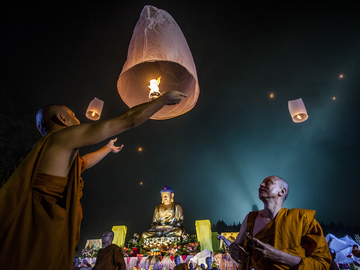 buddhist traditions essay Buddhist contributions to the peacemaking efforts and the promotion of a culture of peace in today's world believing that the root of violence is located within the mind, buddhism has placed a greater.