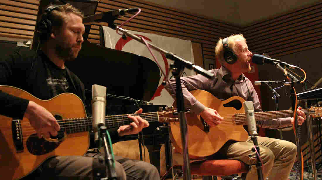 Árstíðir performs for a live audience at Reykjavik Public Radio station Rás 2.