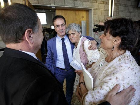Bosnia assacre families