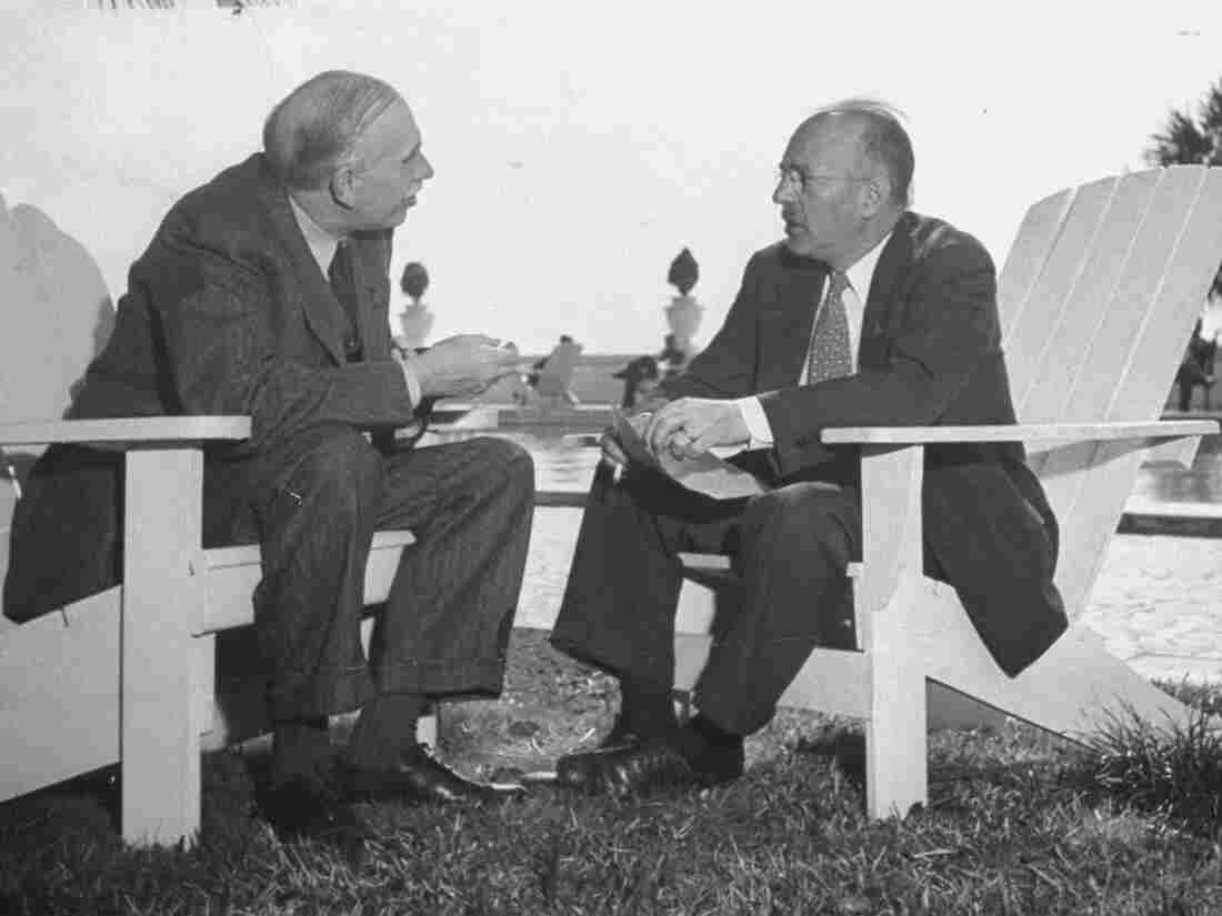 Economists John Maynard Keynes and Harry Dexter White at the Monetary Conference in 1946.