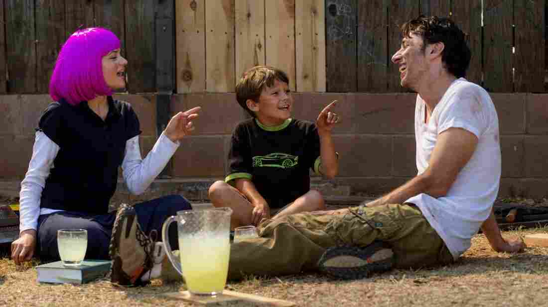 Zach Braff directs and stars in Wish I Was Here -- the followup to Garden State -- as Aidan Bloom, a struggling actor and father to two kids, Grace and Tucker, played respectively by Joey King and Pierce Gagnon.