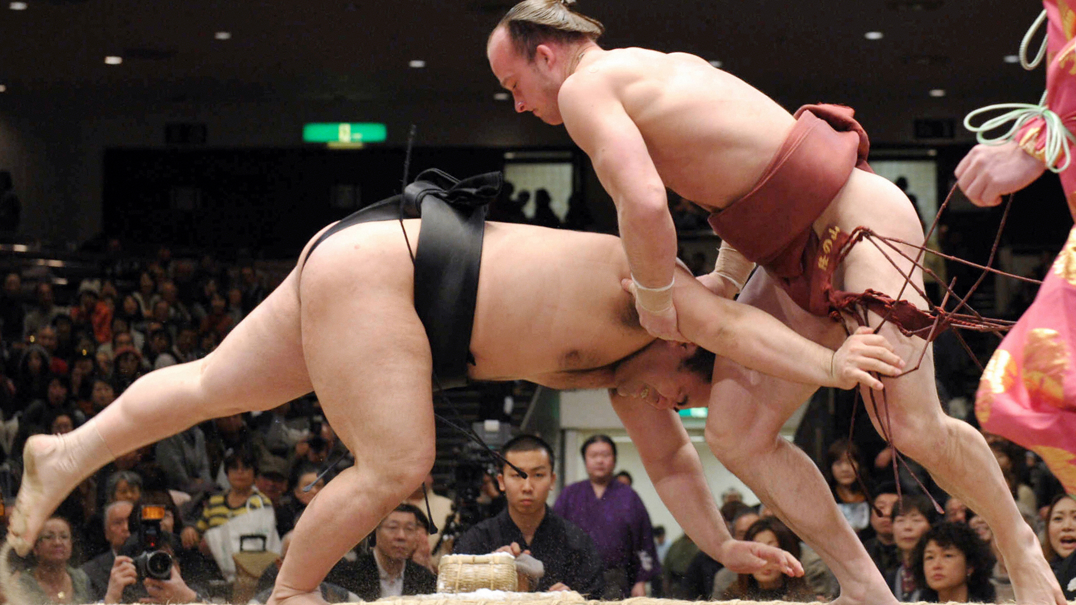It's Not The Size Of This Sumo Wrestler That's Stunning