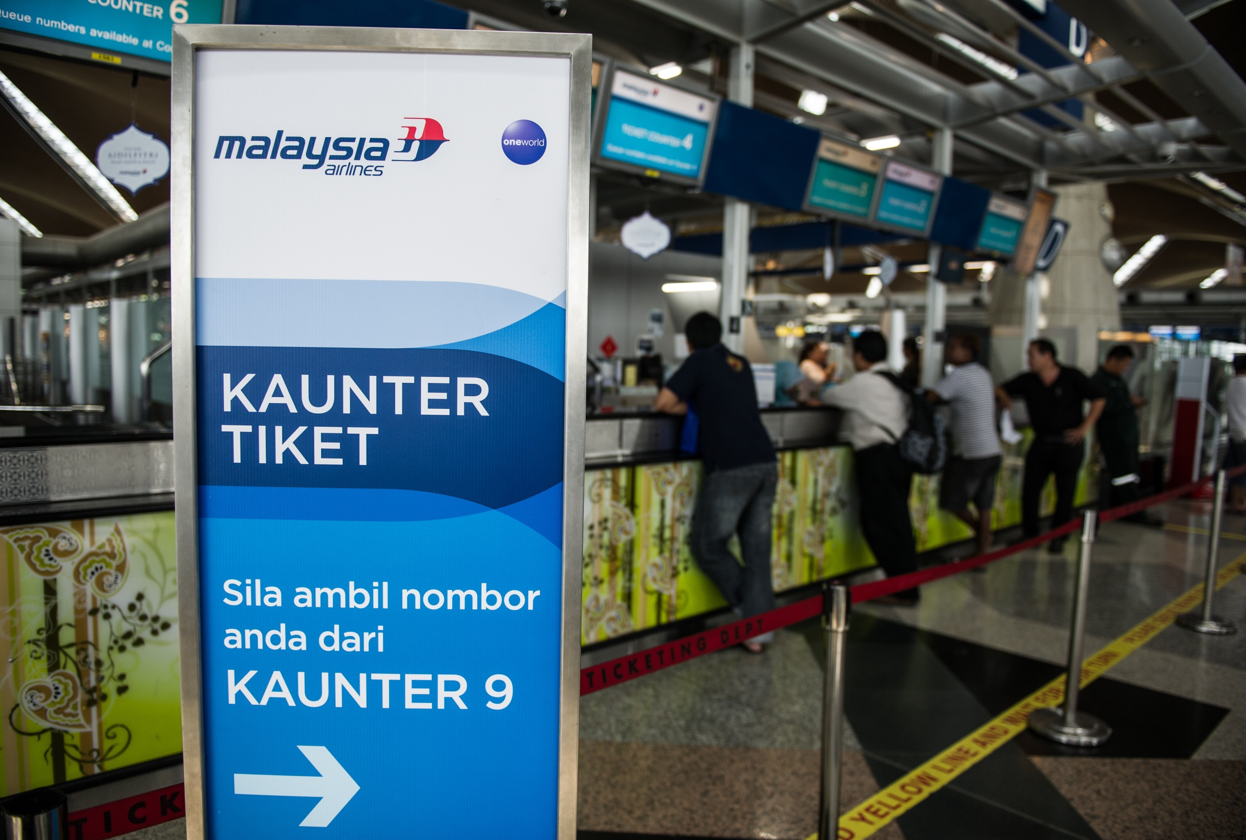 Passengers queue at Malaysia Airlines ticket counters at Kuala Lumpur International Airport in Sepang on July 21, 2014.