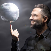 Jorge Drexler's new album, Bailar en la Cueva, ventures into new territory for him: dance rhythms.