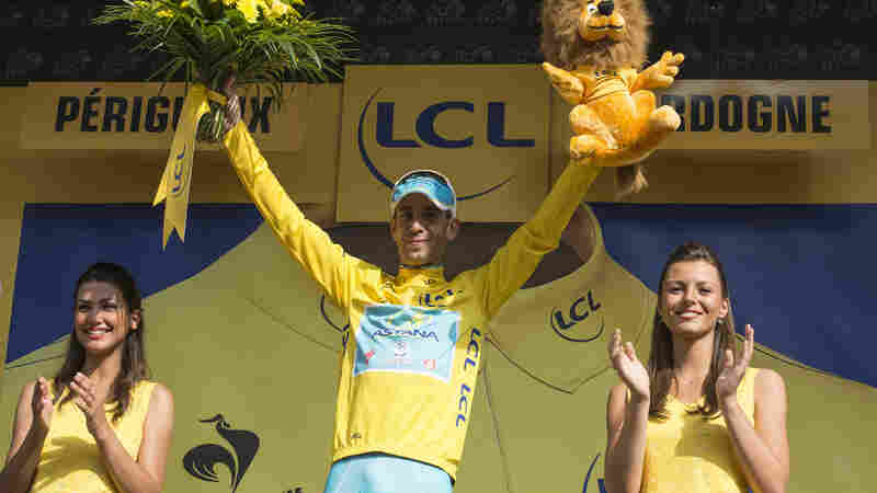 Vincenzo Nibali, Astana Pro Team, on the podium as he retains his yellow leader's jersey on the penultimate day of the tour.