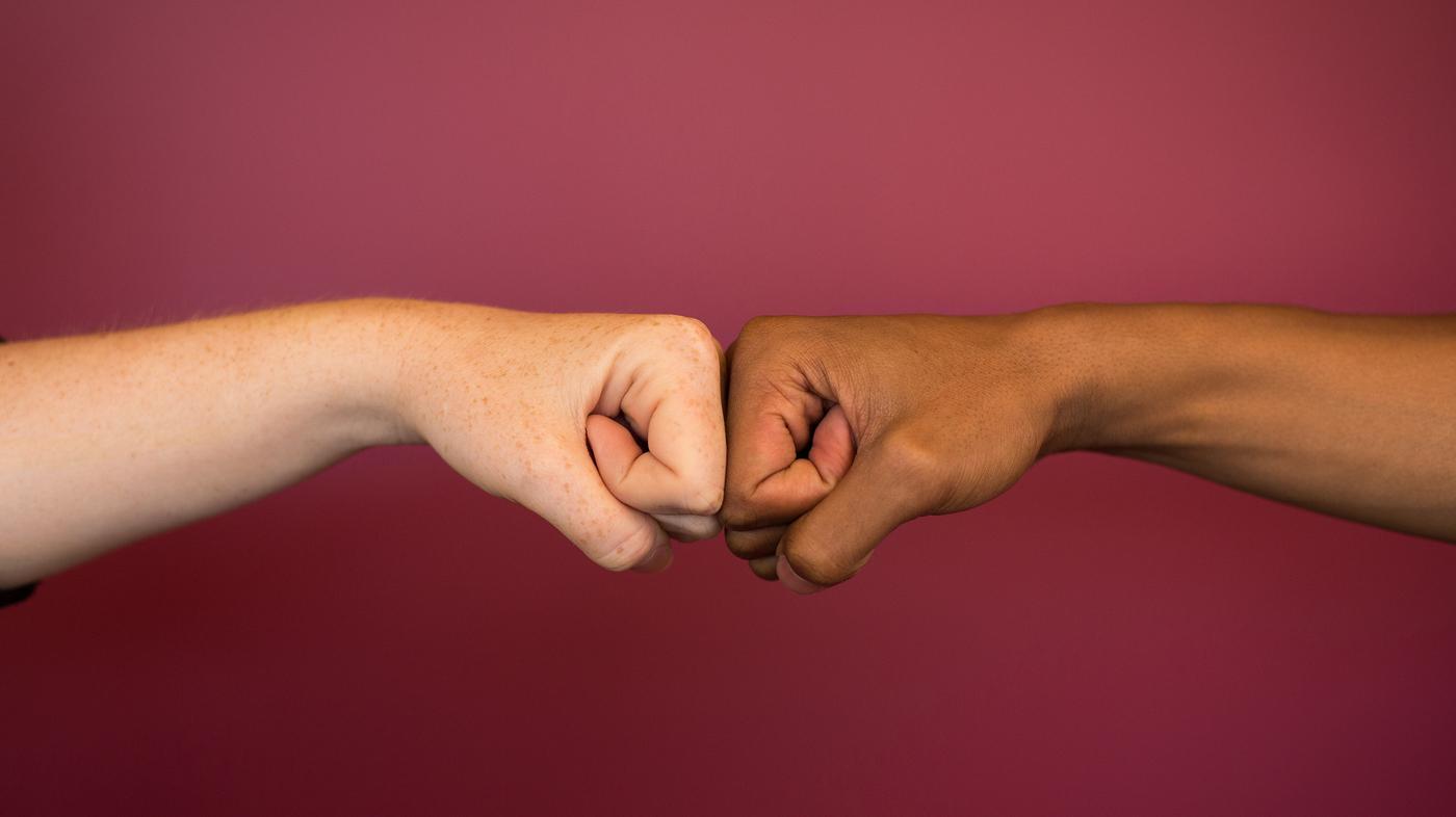 Fist bumps pass along fewer germs than handshakes goats and soda npr m4hsunfo