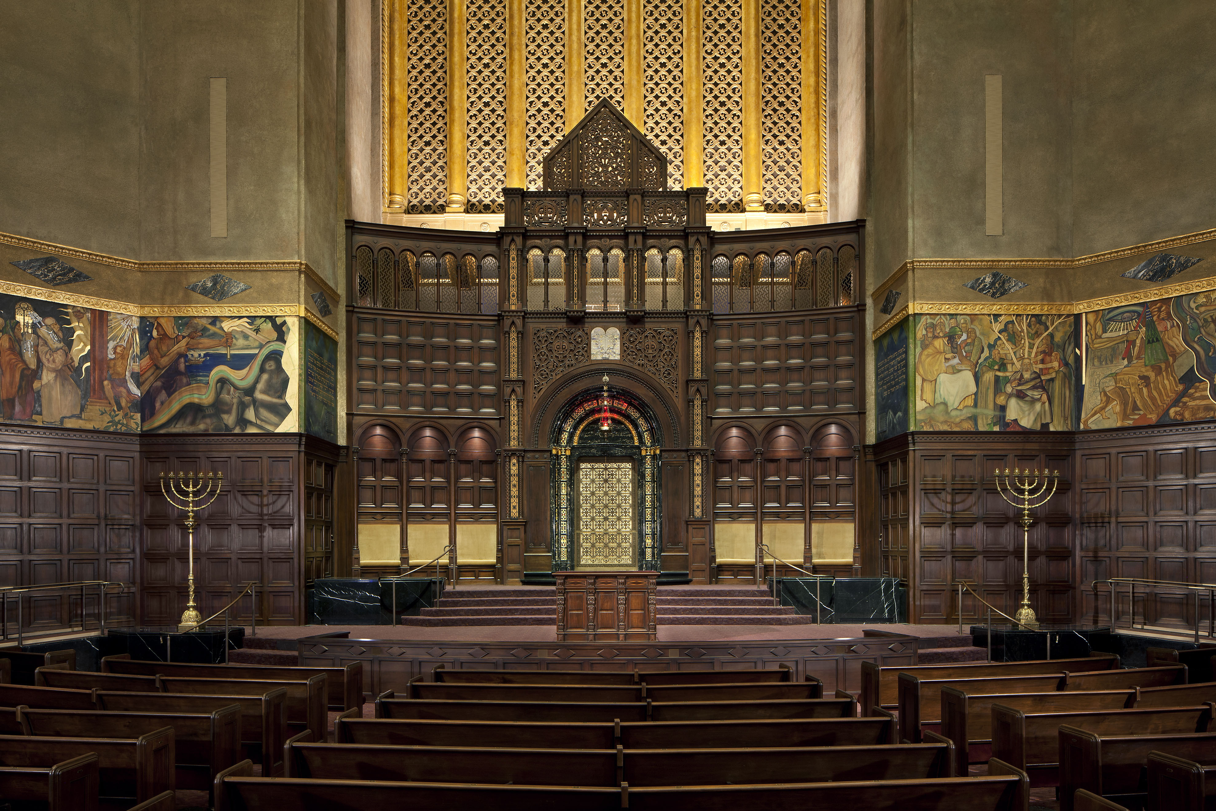 Just like most movie theaters -- but unlike most sanctuaries -- the Wilshire Boulevard Temple, has no center aisle -- after all, that's where the best seats are.
