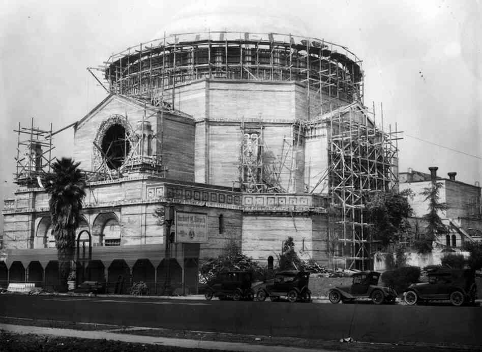 The Wilshire Boulevard Temple under construction circa 1928.