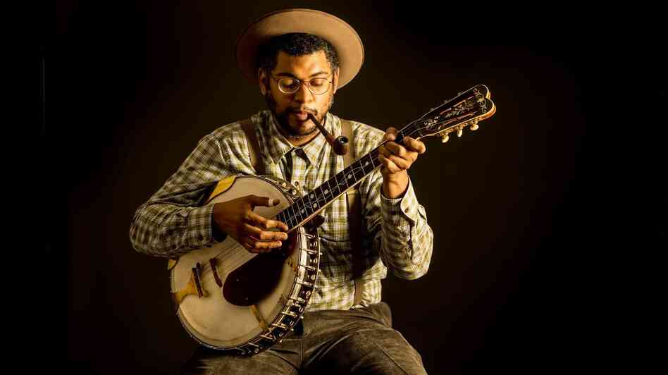 Dom Flemons with his 1920s banjo.