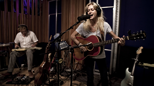 """Shelby Lynne visited KCRW's studios to perform """"She Knows."""" (KCRW)"""