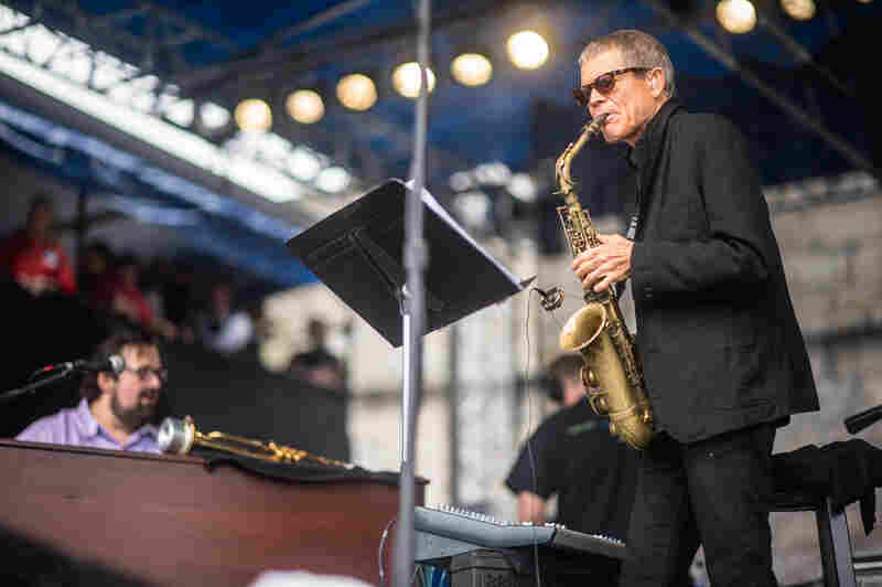 Saxophonist David Sanborn and organist Joey DeFrancesco performed tunes from their recent album Enjoy the View.