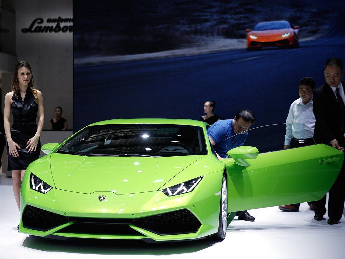 a lamborghini sports car at the 2014 beijing international高清图片