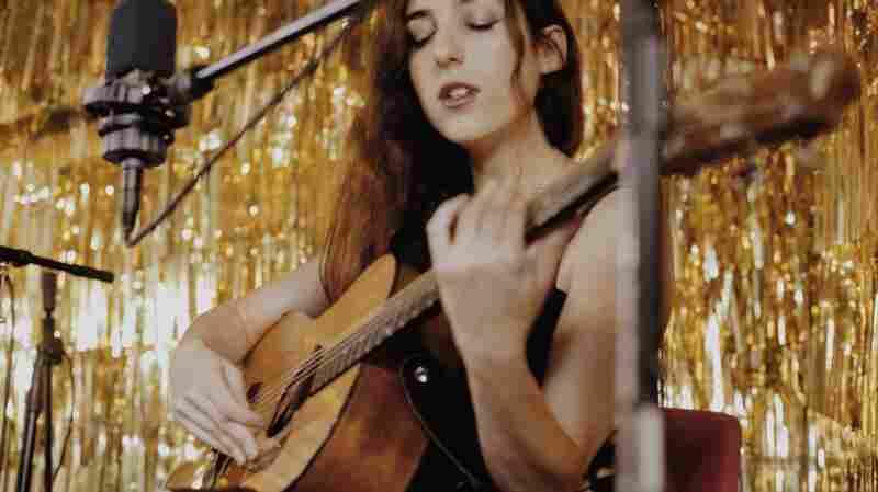 Marissa Nadler, 'Dead City Emily' (Live)