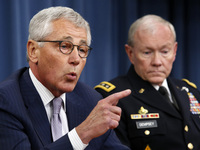 Secretary of Defense Chuck Hagel (left) and Chairman of the Joint Chiefs of Staff Gen. Martin Dempsey during a Pentagon briefing on Thursday. Hagel said Islamic State militants in Iraq and Syria posed a threat
