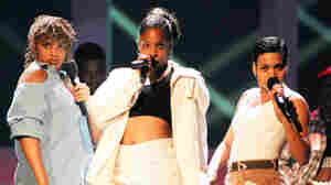 "Sandra ""Pepa"" Denton, Deidre ""Spinderella"" Roper and Cheryl ""Salt"" James of Salt-N-Pepa at the 1994 MTV Video Music Awards."
