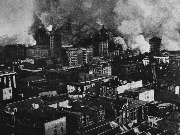San Francisco on fire in the aftermath of the 1906 earthquake.