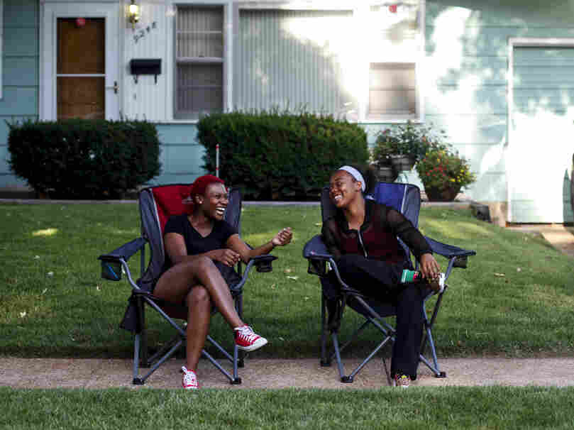 Markquetta Powell (left) and Deborah Austin chatted on a sidewalk.