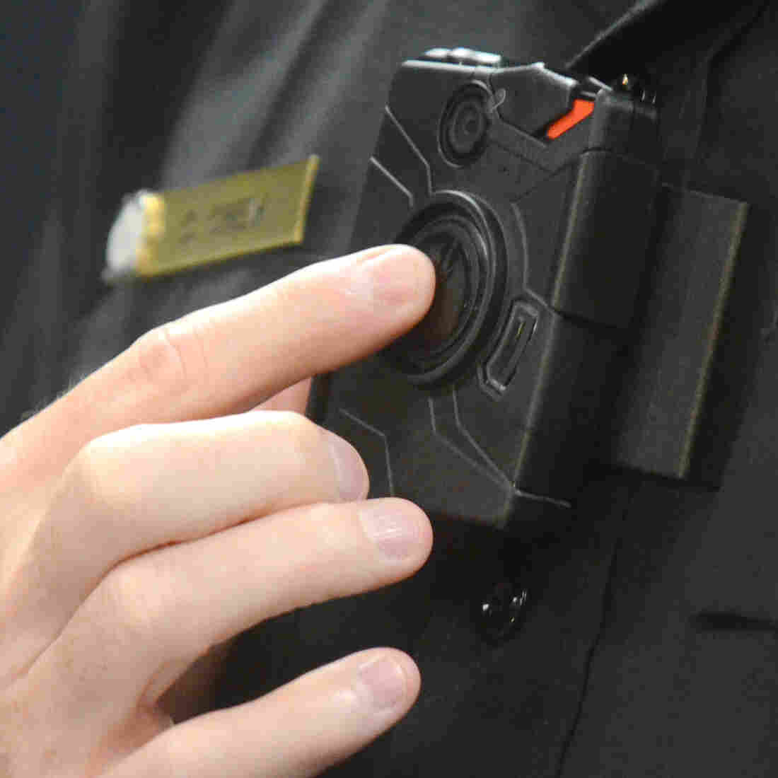 Can Body Cameras 'Civilize' Police Encounters?