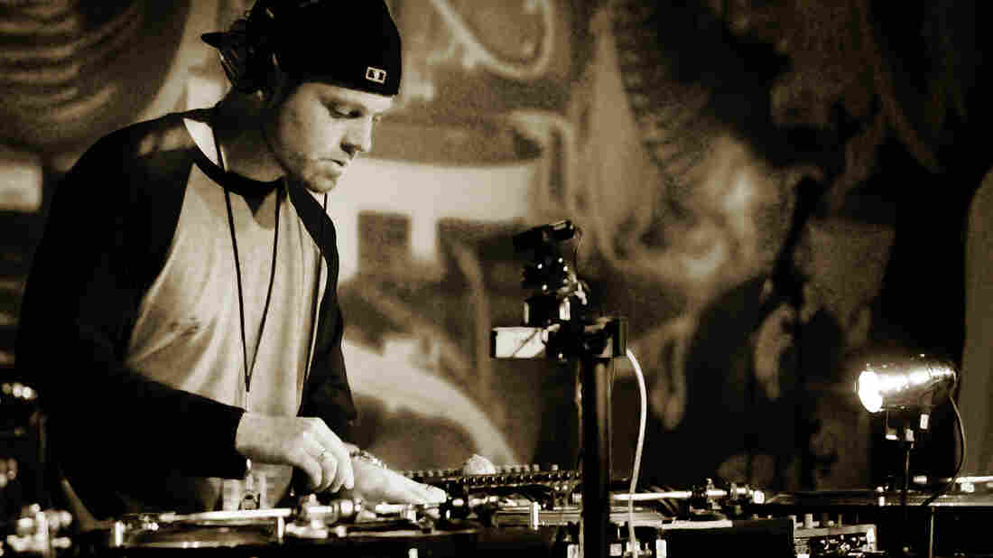 DJ Shadow spinning in Seattle during the Hard Sell tour.
