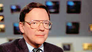 CBS News correspondent Bruce Morton on the set of the CBS newsroom in New York in 1988. Morton, an award-winning political correspondent for CBS News, died Friday at the age of 83.