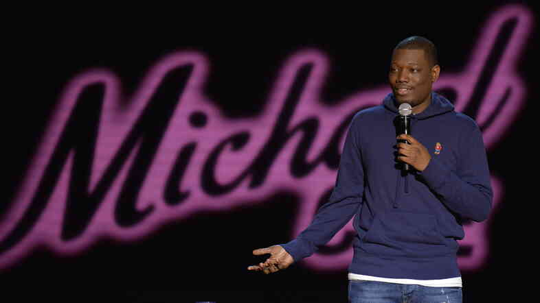 Daily Show correspondent Michael Che will become the first black co-anchor of Saturday Night Live's Weekend Update.