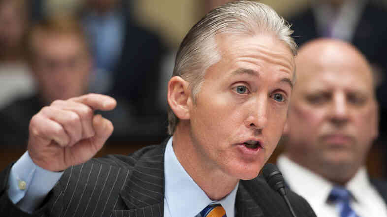 Gowdy questions a witness during a May 2013 House committee hearing on Benghazi.