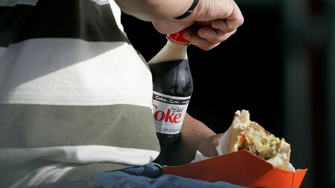 Should we drink diet soda or not? The latest study doesn't really clear things up.
