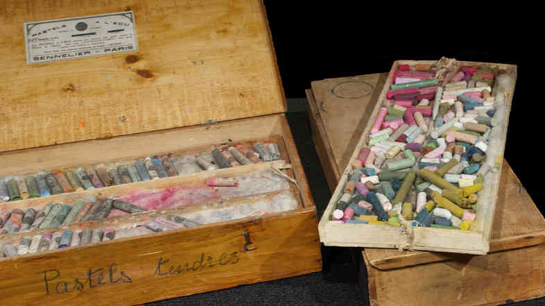 These pastel boxes originally owned by Mary Cassatt have recently been acquired by the National Gallery of Art. Click here for a closer look.