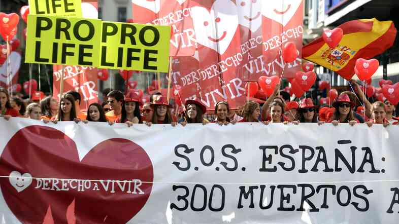 Anti-abortion demonstrators from the group Derecho a Vivir (Right to Life) take part in a protest in Madrid on Sept. 21. Prime Minister Mariano Rajoy had pledged to enact a strict anti-abortion law, but has now dropped the plan.