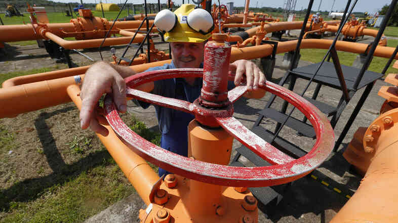 An engineer oversees the gas distribution system of Hungary's gas pipeline operator FGSZ in Kiskundorozsma, in August. The distributor announced that it would cut off gas supplies to Ukraine.