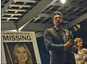 Nick Dunne (Ben Affleck) finds himself the chief suspect behind the shocking disappearance of his wife Amy (Rosamund Pike), on their fifth anniversary.