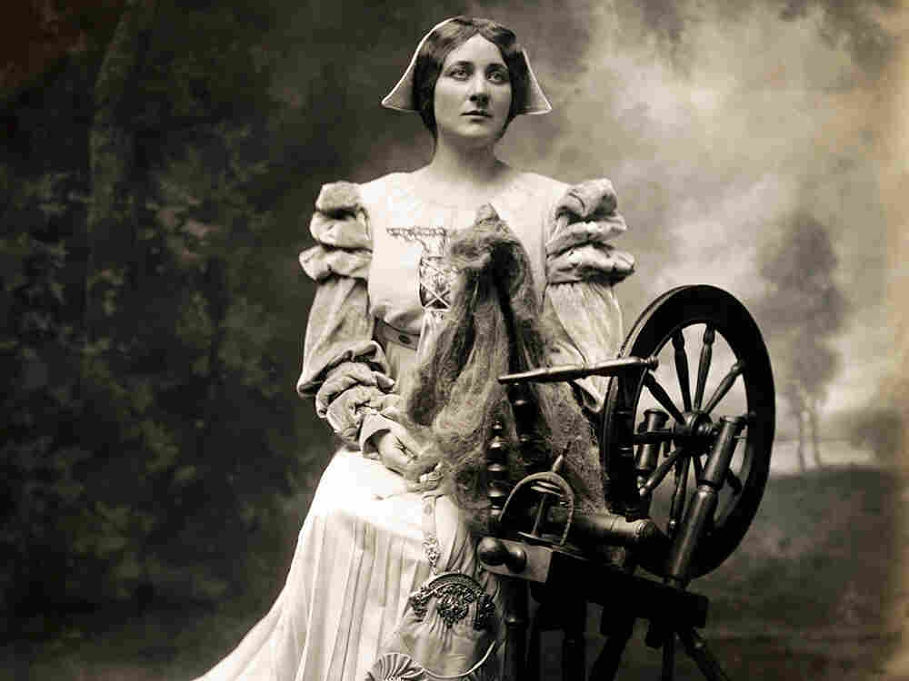 Scottish-American soprano Mary Garden (1874-1967) portrayed Goethe's character Gretchen, known as Marguerite in Charles Gounod's opera Faust.