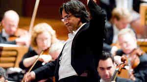 Riccardo Muti leading the Chicago Symphony Orchestra.
