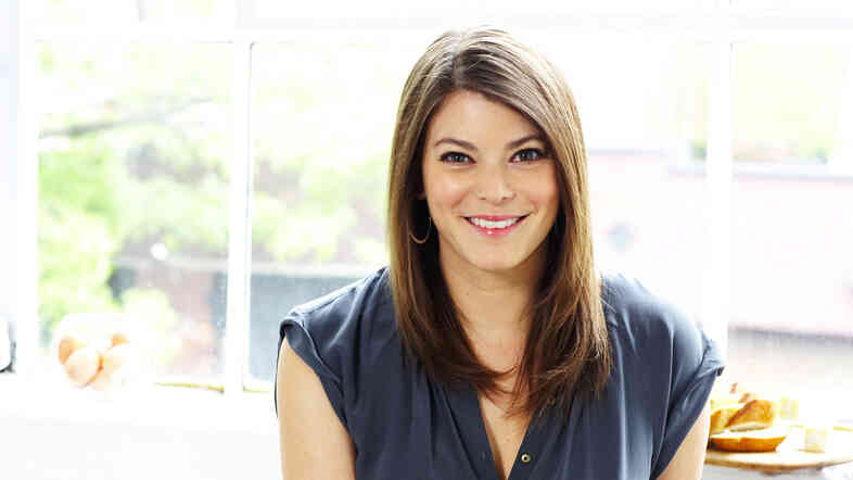 Gail Simmons says being a food expert is both a blessing and a curse. To this day, no one invites her over for dinner.