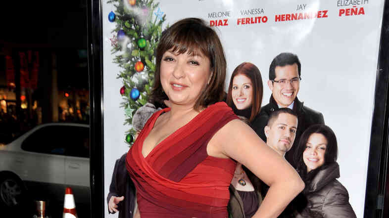 Actress Elizabeth Peña arrives at the Hollywood premiere of Nothing Like the Holidays in 2008.