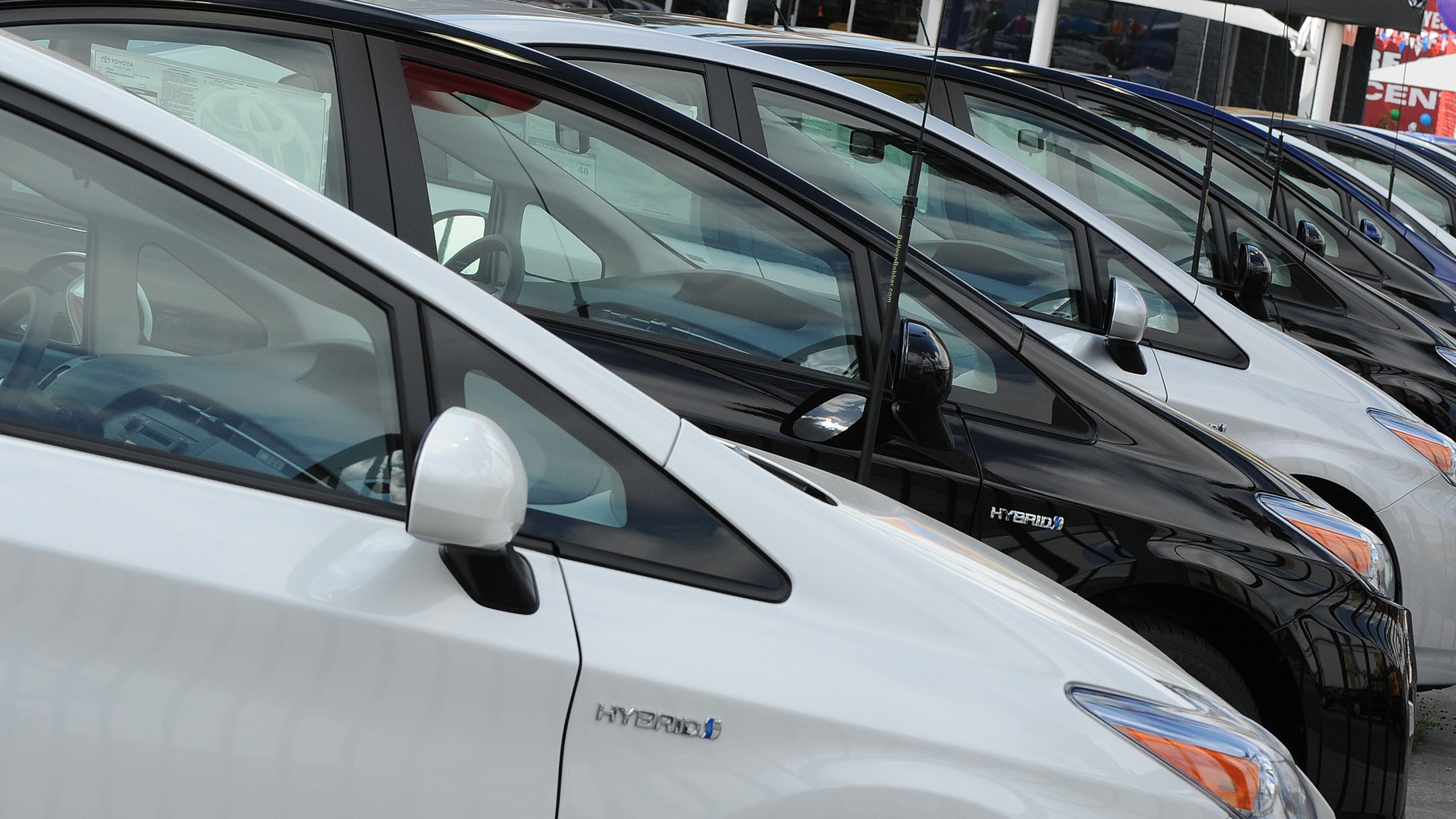 As Gas Prices Drop, Hybrid Sales Shift Into Low Gear
