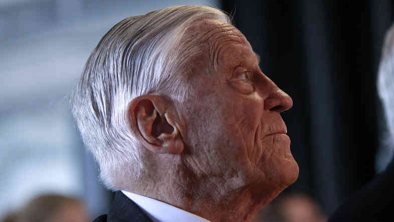 Ben Bradlee, former executive editor of The Washington Post, is seated during an event sponsored by paper to commemorate the 40th anniversary of Watergate in 2012.