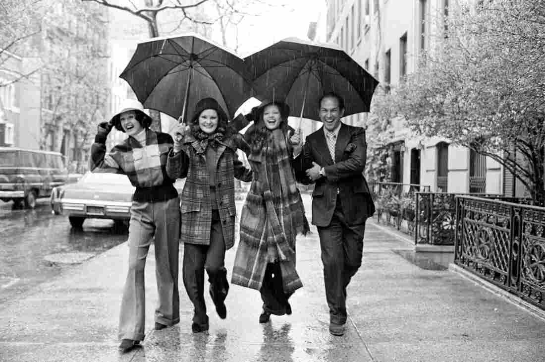 Oscar de la Renta with three models wearing looks from his fall 1972 collection on the sidewalk outside his home in New York.